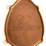 Tropfen Krallenfassung mit Logoprägung